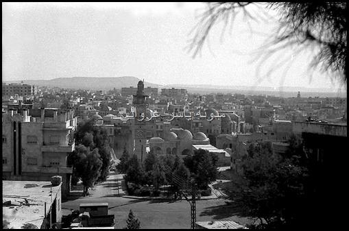 جامع النوري وخلفه حي الكيلانية