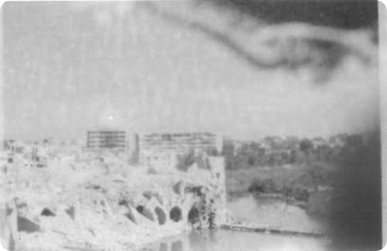 ما تبقى من الحمامات العربية الاثرية ومن فوقها حي الكيلانية.