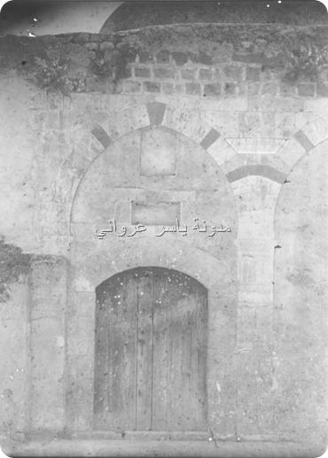 أحد الواجهات الخارجية لجامع أبي الفداء